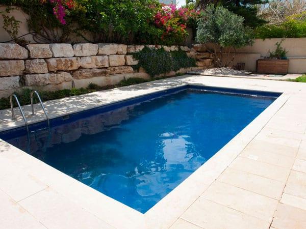 Prezzi-piscine-private-da-esterno-Cremona
