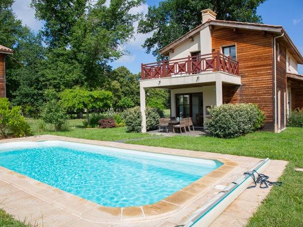 Progettazione-piscine-interrate-ville-Piacenza